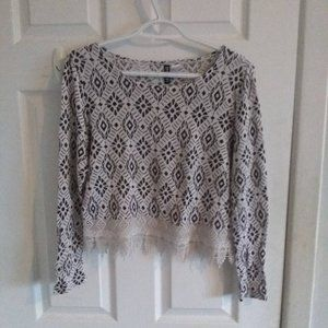H&M Divided light black and white crop sweater